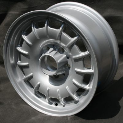 mercedes-w110-barock-wheel